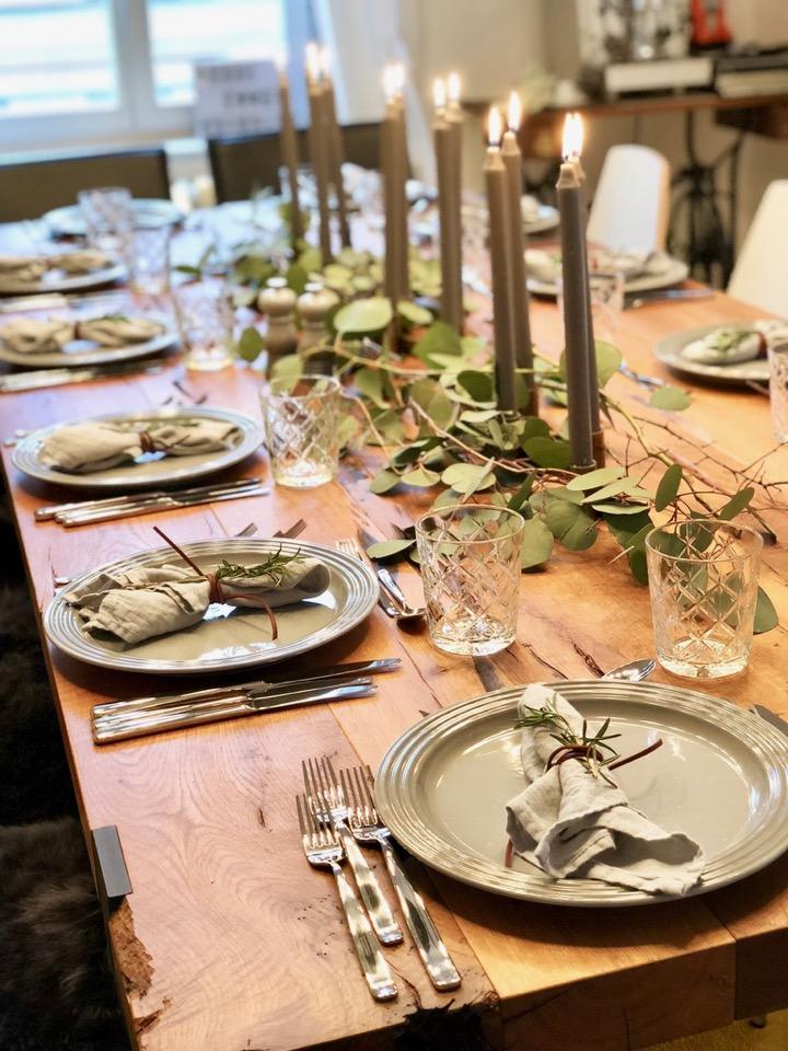 Tischdeko Grau Eukalyptus Le Creuset Die Anonymen Kulinariker